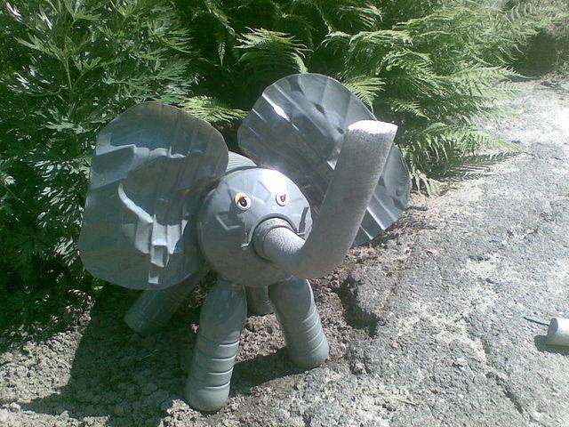 Слон из бутылок пластиковых своими руками фото