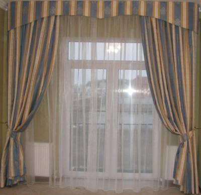 Скажите, как сшить ламбрекен, фото которого я высылаю?А теперь вы можете посмотреть видео Красивые шторы на окнах во...