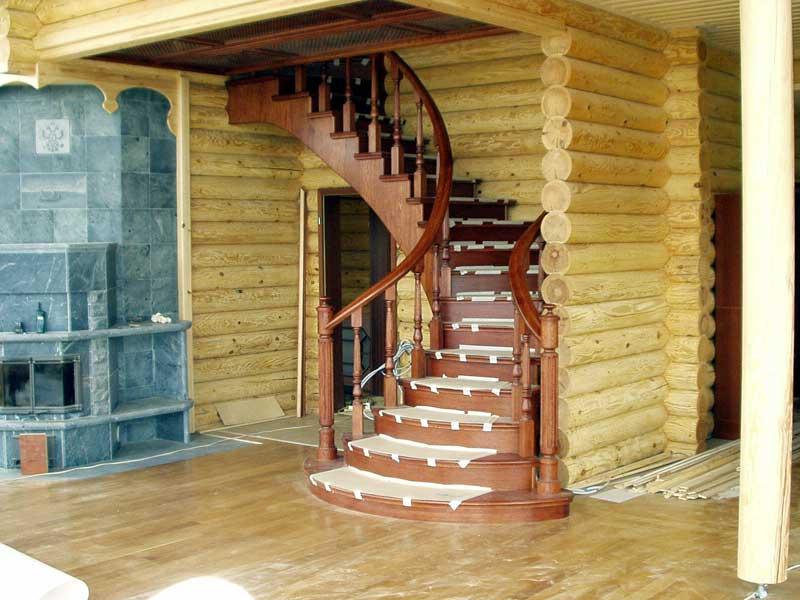 Лестница в деревянном доме на второй этаж своими руками фото