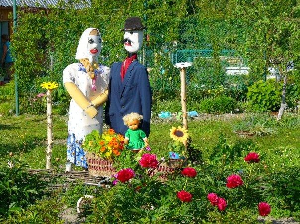 Поделки из бутылок стеклянных своими руками для сада и огорода фото 527